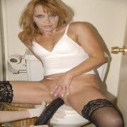 Hot mommy loves to get fisted and toyfucked