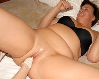 Chubby mature slut getting fisted