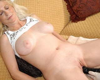 Mature mature-madness She just loves to get fisted and toyfucked